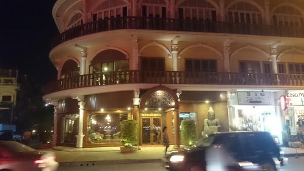 タプロームホテル