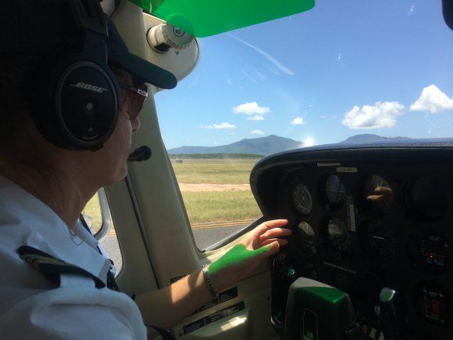小型機のパイロット