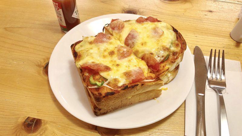 コメダ珈琲のたっぷりたまごのピザトースト