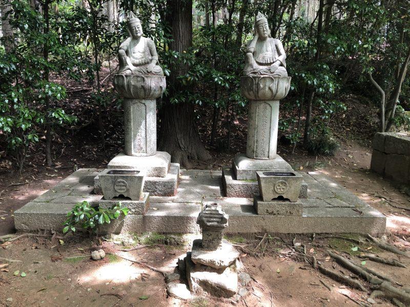 明知遠山氏累代の墓