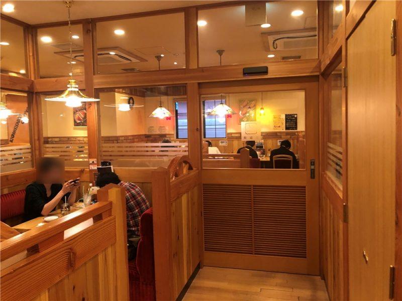 コメダ珈琲八王子駅北口店の喫煙席
