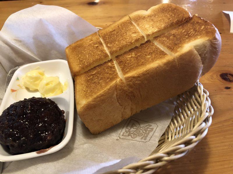 コメダ珈琲の厚切り小倉トースト
