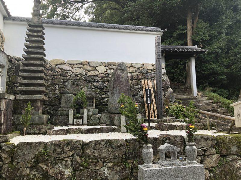 明智光秀公と一族の墓