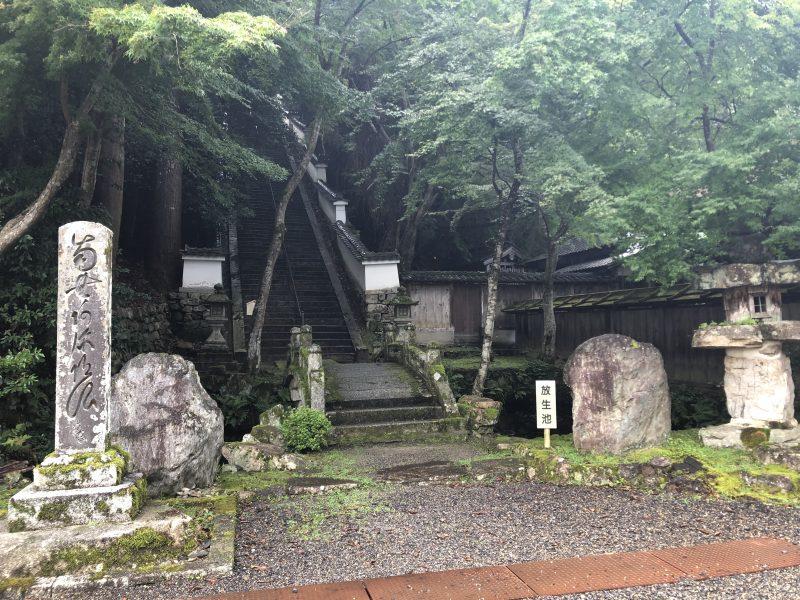 真盛上人御廟への階段