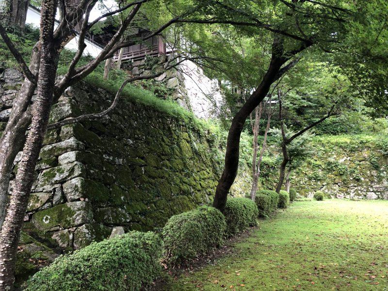 西教寺境内