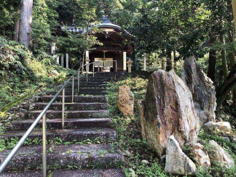 本圀寺・清正宮前の岩