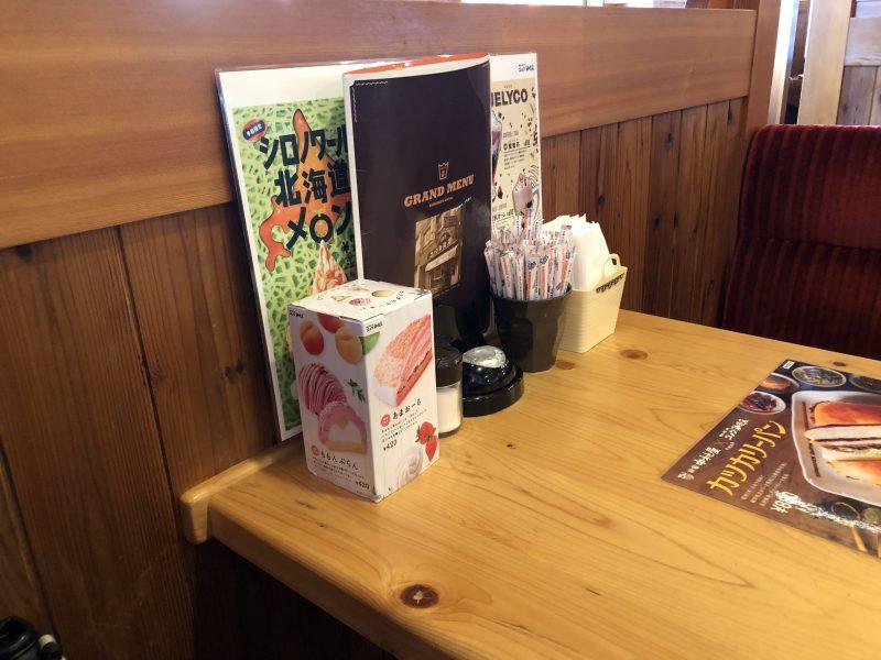 コメダ珈琲近江八幡店の4人掛けテーブル