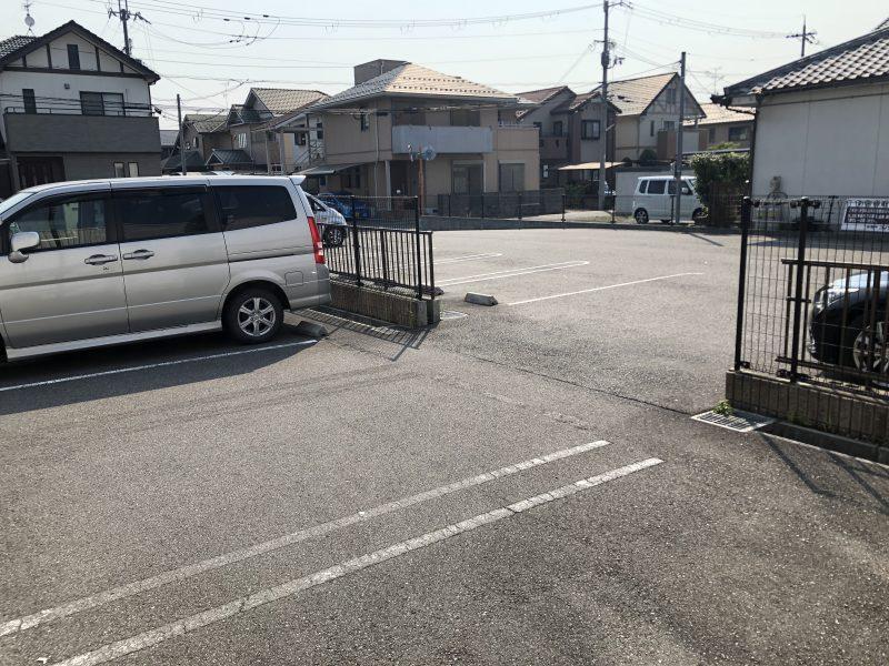 コメダ珈琲近江八幡店の奥側駐車場