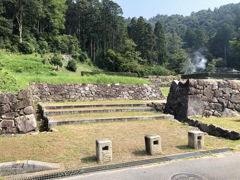安土城正面の西側石塁にある枡形虎口
