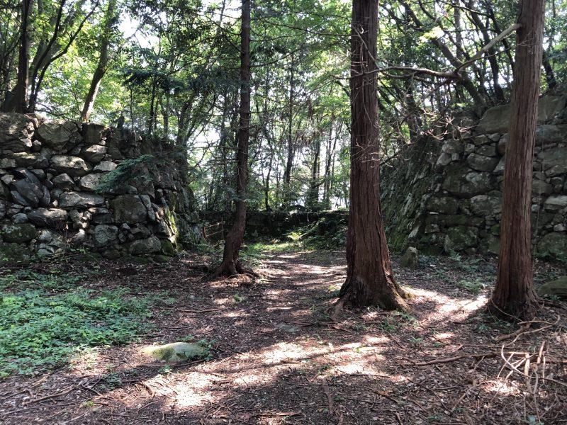 安土城・本丸跡の石垣