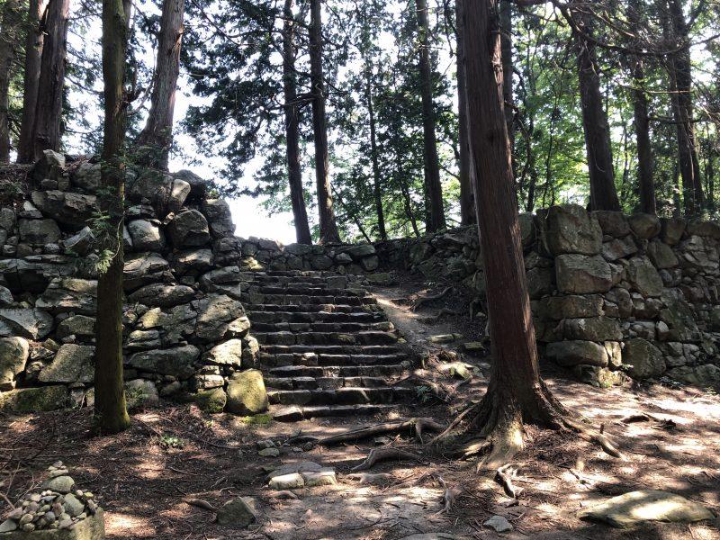 安土城・本丸御殿から天主へ繋がる石段