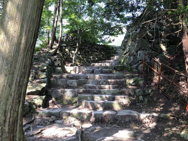 安土城・天主への石段