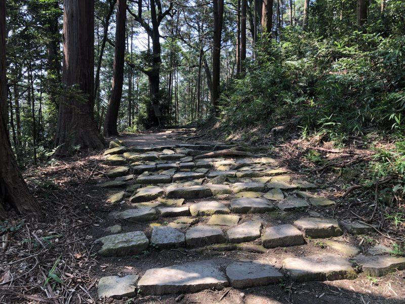 摠見寺本堂跡への道
