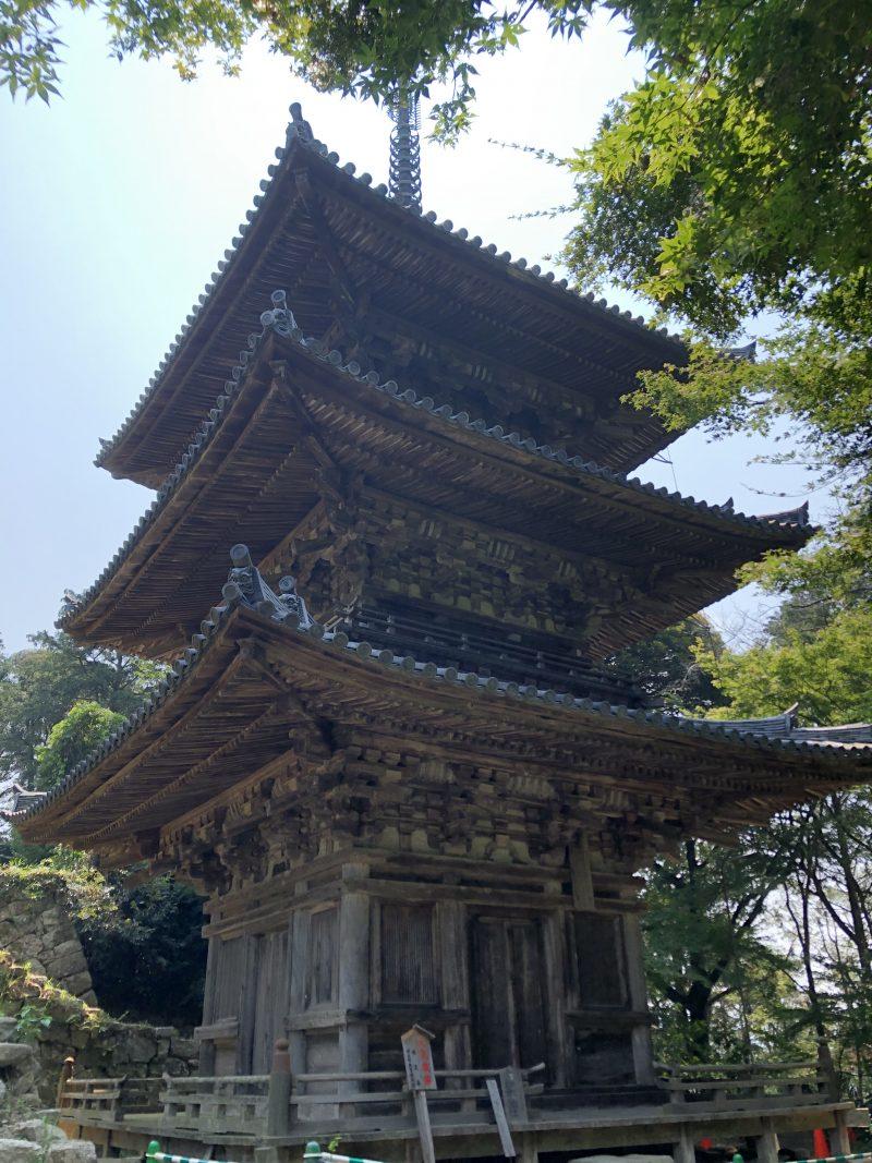 摠見寺の三重塔