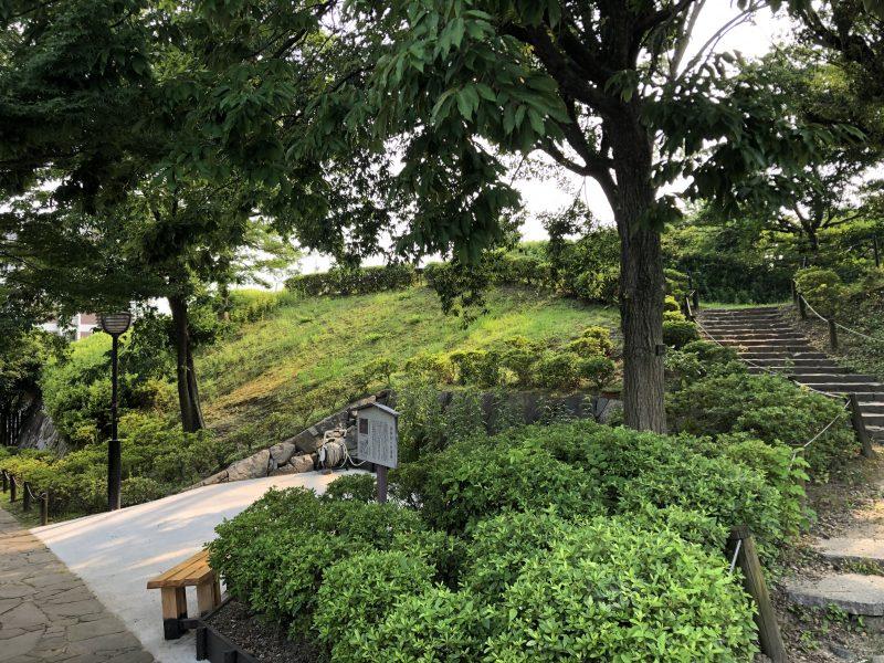 勝竜寺城本丸・西辺土塁への階段