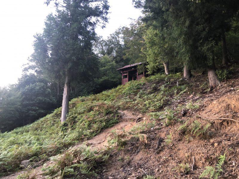 石踏の段の赤門