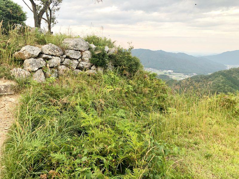 黒井城・本丸前の堀跡