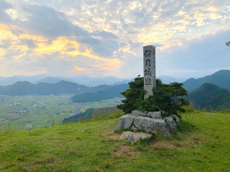 黒井城・本丸跡の石碑