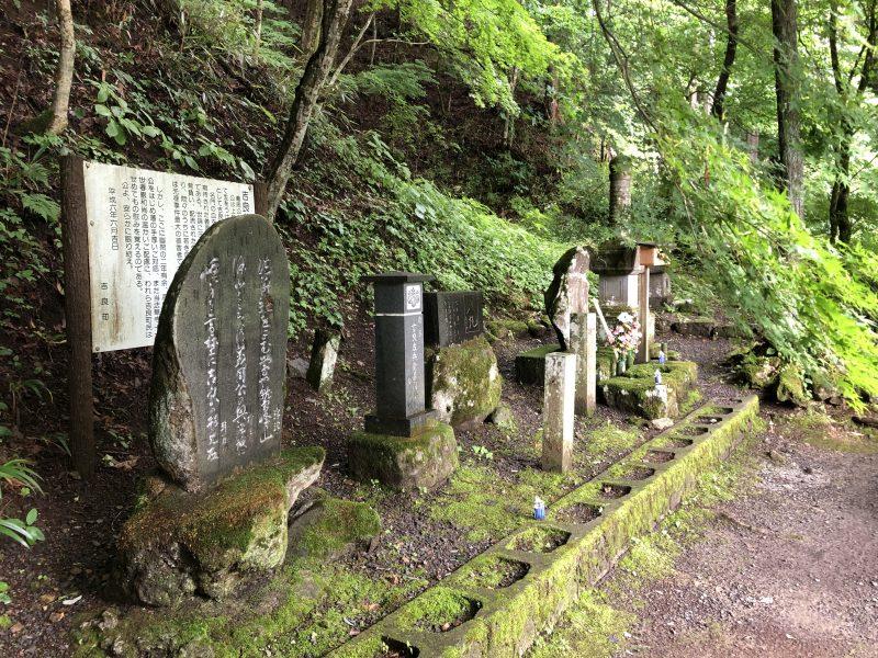 吉良義周公の墓