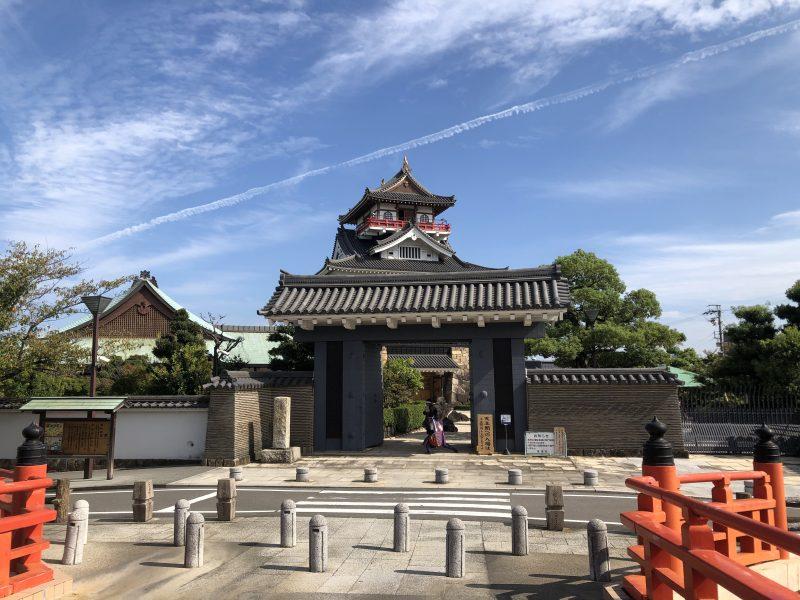 橋から見る清洲城模擬天守