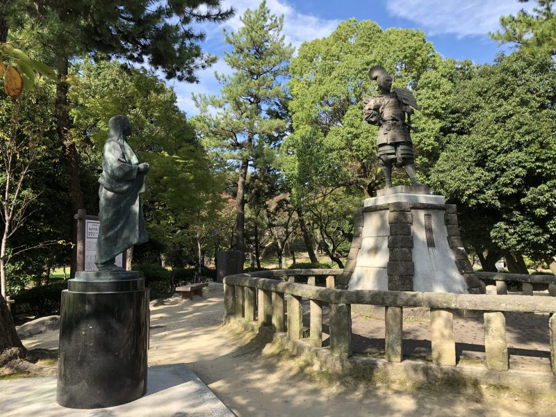 清洲公園の信長・濃姫像