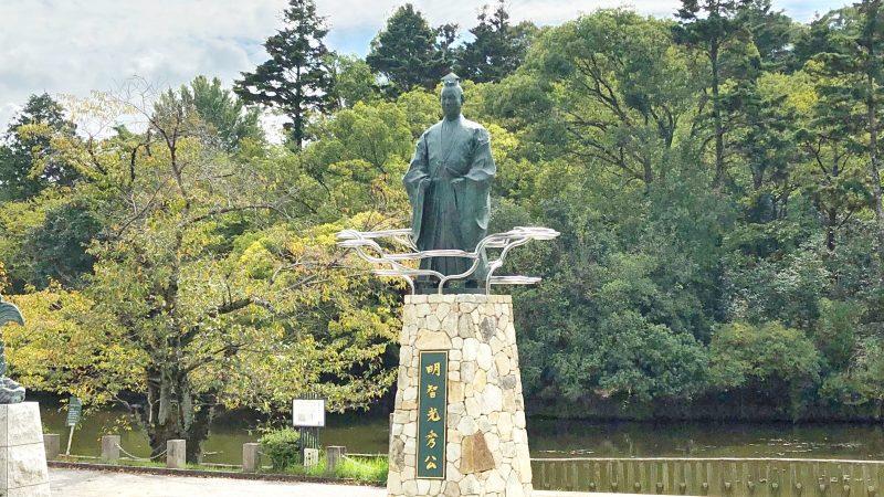 南郷公園の明智光秀公像