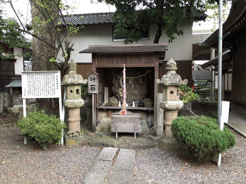 御霊神社の叶石
