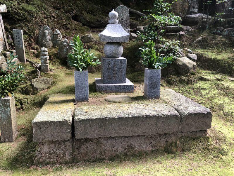 盛林寺の一色氏供養塔