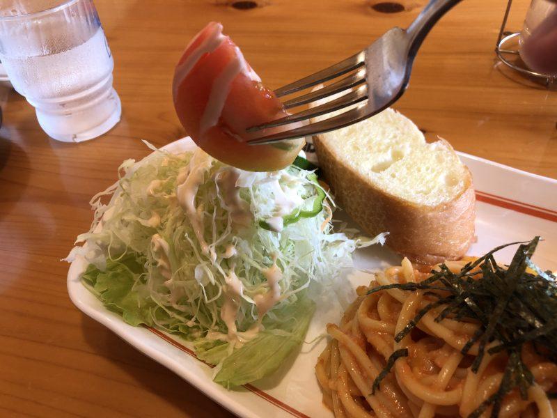 明太クリームスパのサラダ