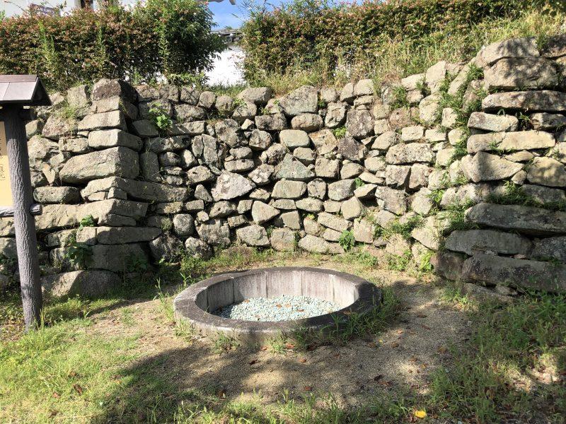 田辺城本丸の井戸跡